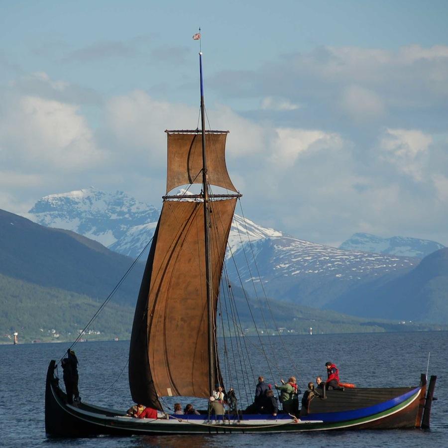 KURS: innføring i seiling med åpen båt og råseil. En unik måte å lære en tusenårig seiltradisjon.